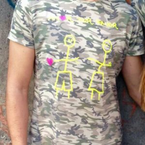 amorporfavor-camiseta-camuflaje-chico-02